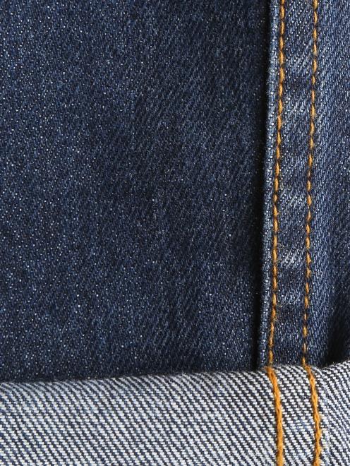 Укороченные джинсы с потертостями и вышивкой из бисера - Деталь2