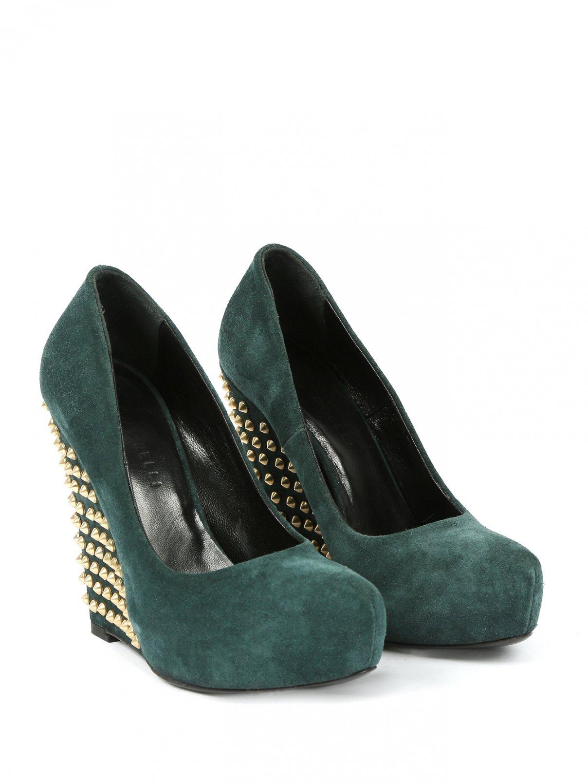 Туфли из замши на танкетке со скрытой платформой декорированные шипами Giacomorelli  –  Общий вид  – Цвет:  Зеленый