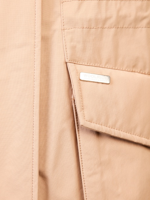 Парка с накладными карманами и меховой отделкой - Деталь1