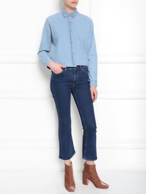 Расклешенные укороченные джинсы из темного денима - Общий вид