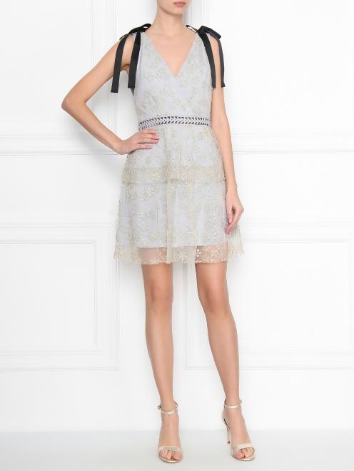 Платье-мини с узором и декоративными бантами - Общий вид