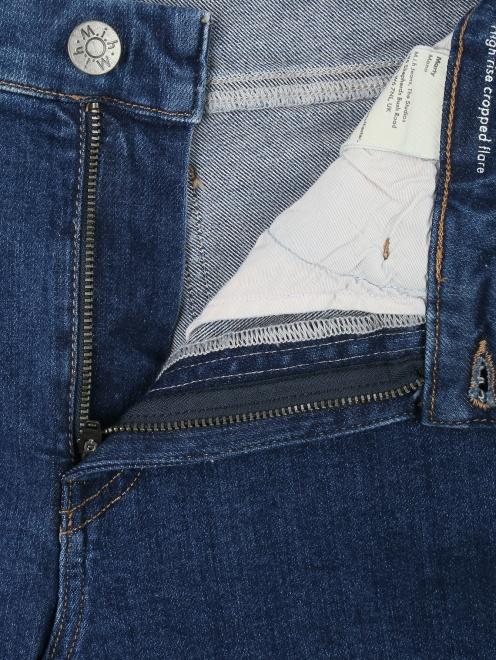 Расклешенные укороченные джинсы из темного денима - Деталь1