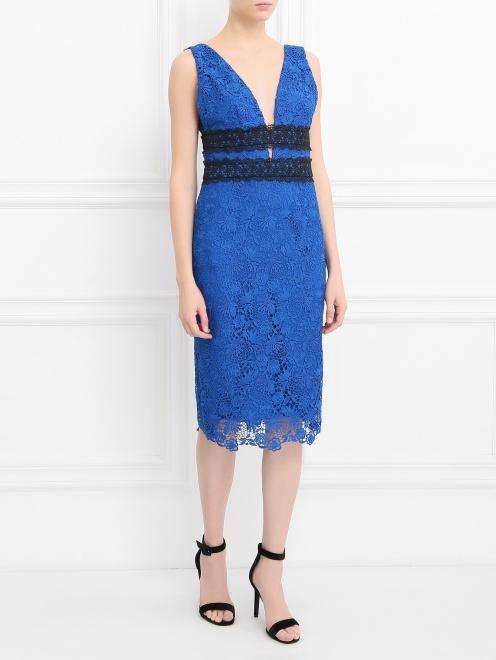 Платье-футляр с кружевным узором - Общий вид