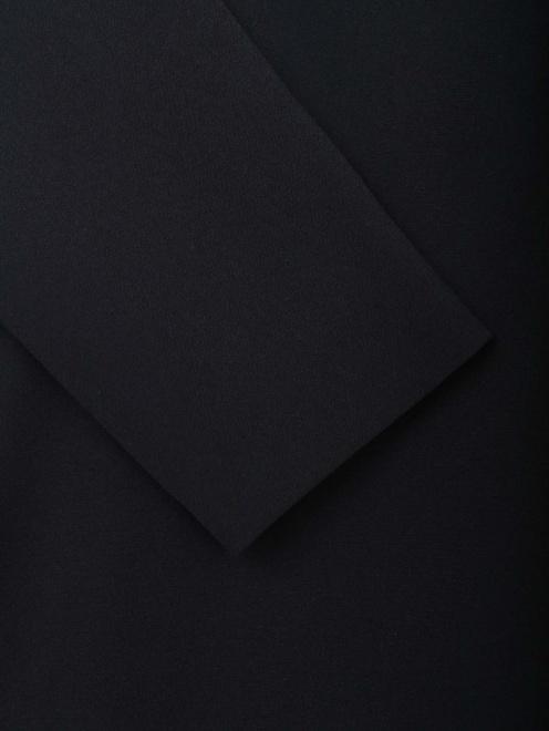 Жакет с поясом и плиссированной спинкой  - Деталь