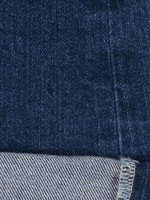 Расклешенные укороченные джинсы из темного денима - Деталь2