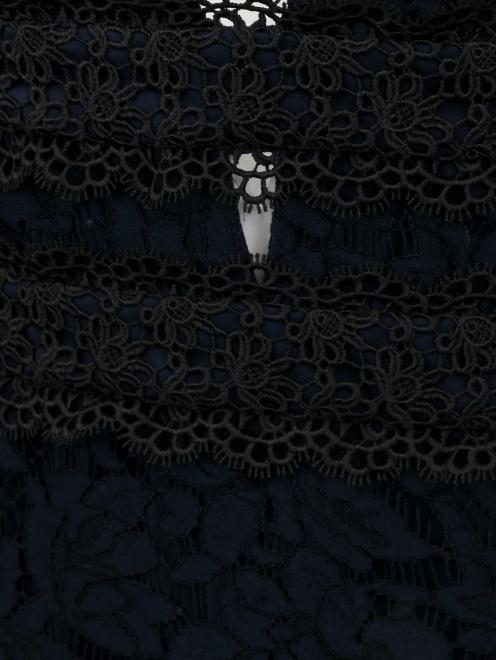 Платье-футляр с кружевным узором - Деталь