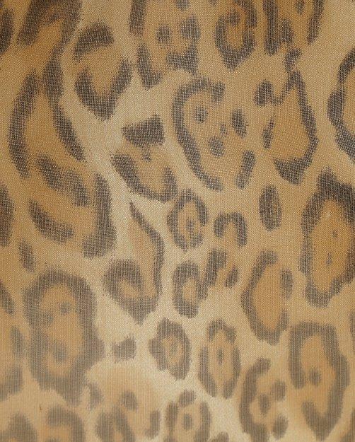 Сорочка из шелка с анималистичным принтом и съемной фурнитурой - Деталь