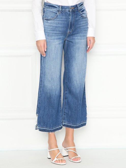 Укороченные джинсы с бахромой - МодельВерхНиз