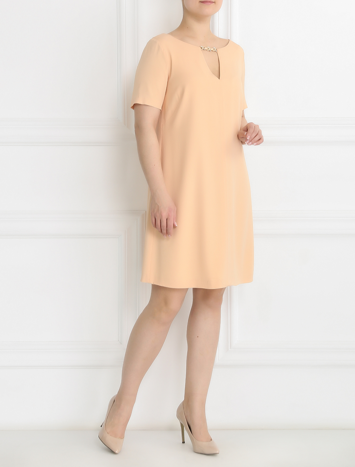 Платье-мини с декоративной фурнитурой с кристаллами Marina Rinaldi  –  Модель Общий вид