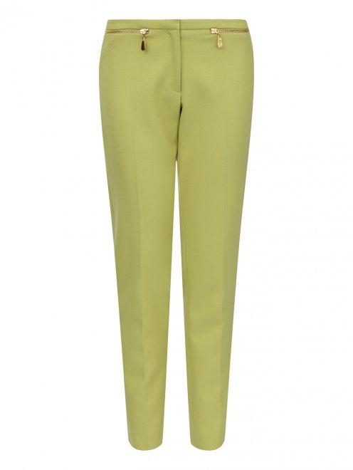 Укороченные брюки с металлической фурнитурой - Общий вид